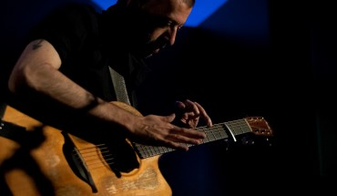 Jon Gomm live, photo by JJ Losier