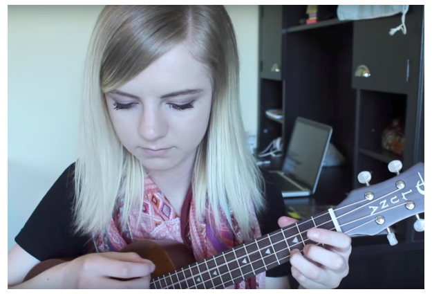 Watch Elise Ecklund perform 40 songs using only 4 chords