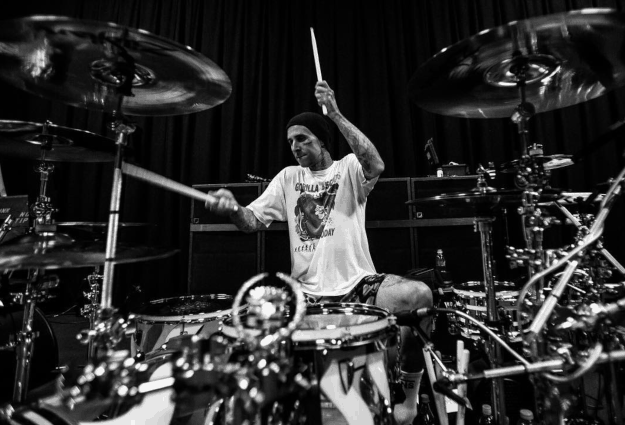 Watch Travis Barker lay down a drum track for Blink 182's new album